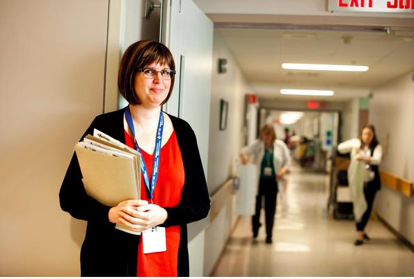 Jennifer Molson had ernstige multiple sclerose, totdat stamceltherapie heeft geleid tot herstel. Ze werkt nu in het Ottawa ziekenhuis waar ze werd behandeld.